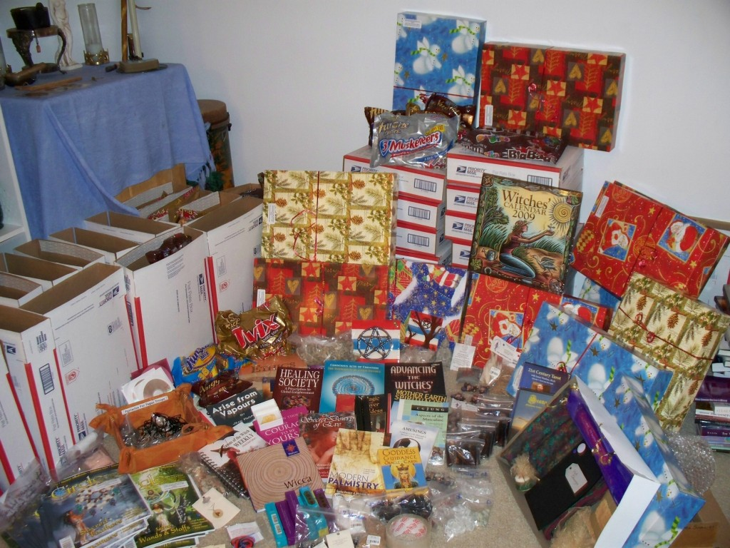 Yule packages from Operation Circle Care last year - aren't they pretty?